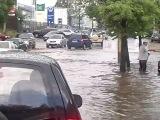 Лето - потоп на 2- Волжской - Серега и Степаныч лезут в машину к Сереге